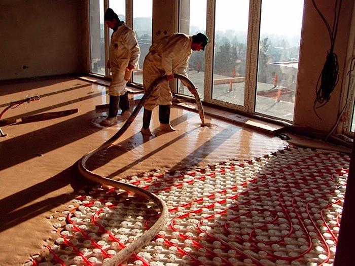 vylievanie poteru na podlahovku